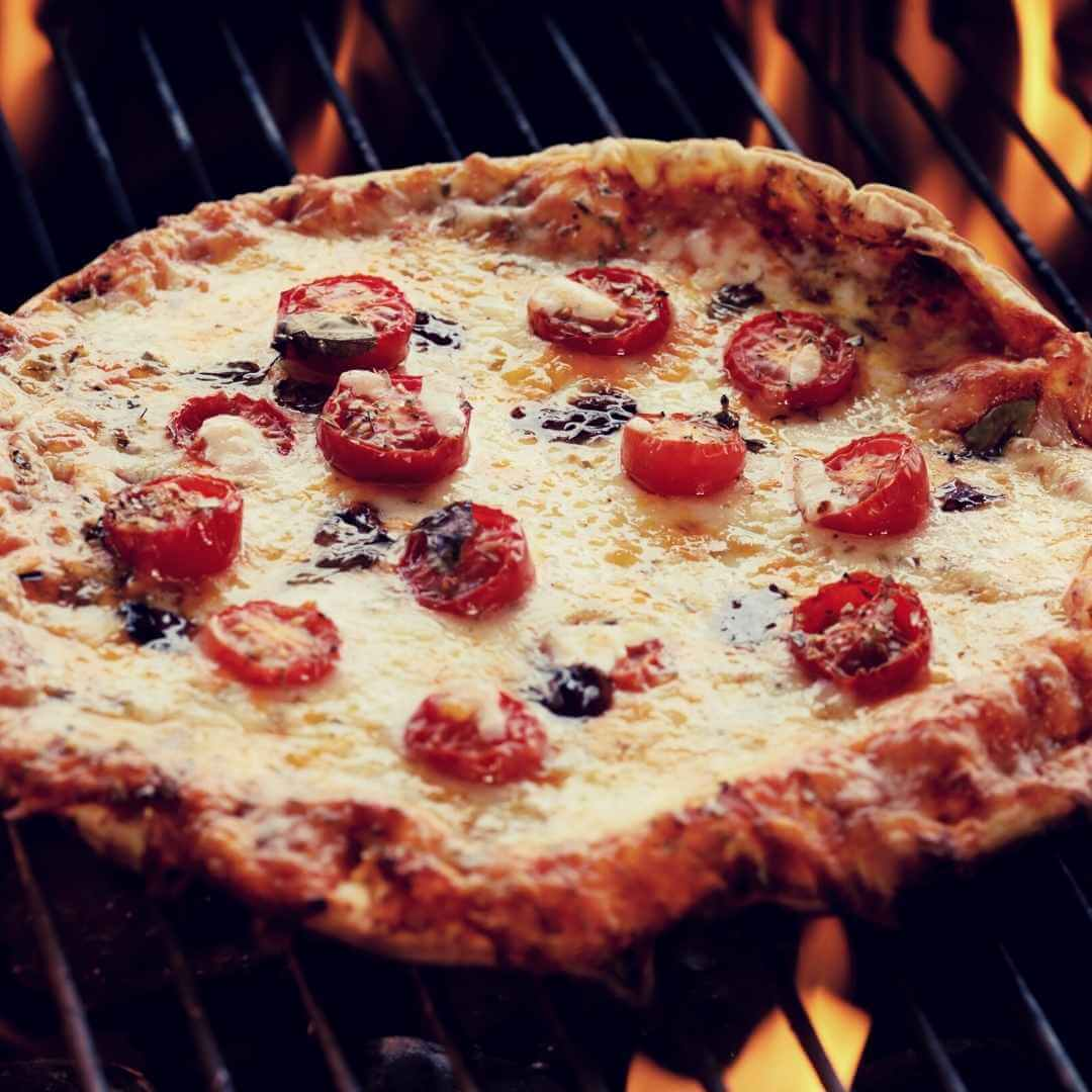 pizza on bbq