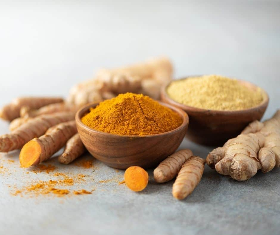 ginger and turmeric root and powder