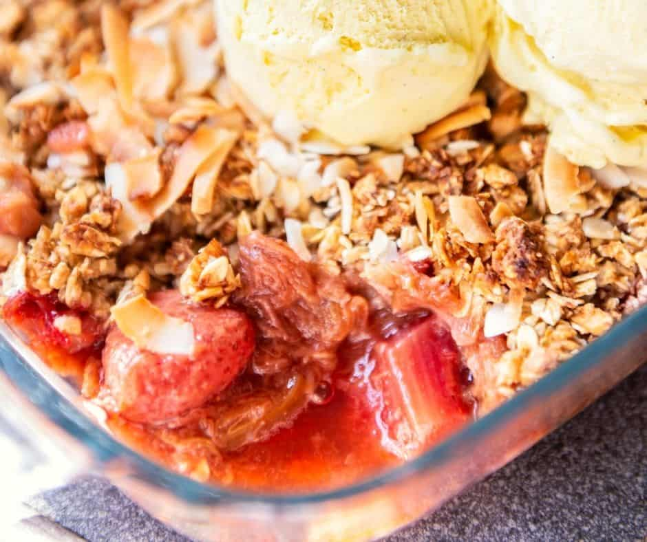 healthy rhubarb crumble with oats