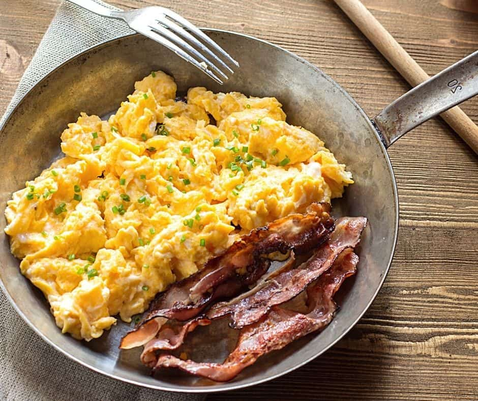 scrambled eggs with bacon in the same pan